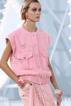 Look 41 - Spring-Summer 2021 | CHANEL Fashion Mode, Fashion 2020, High Fashion, Fashion Show, Fashion Looks, Fashion Outfits, Womens Fashion, Fashion Trends, Style Couture