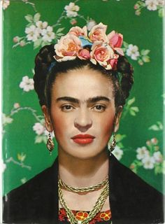 Currently on display at the Art Gallery of Ontario, Nickolas Muray's 1939 photo of Frida Kahlo. (Handout/Frida on White Bench, New York, 1939 © Nickolas Muray Photo Archives) Diego Rivera, Costume Frida Kahlo, Exposition Interactive, Nickolas Muray, Frida Kahlo Portraits, Frida Kahlo Artwork, Kahlo Paintings, Tattoo Foto, Frida Art