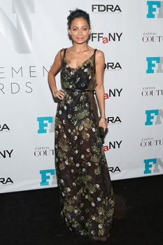 Nicole Richie wears a SS15 Vera Wang floral gown to the Fashion Footwear Awards in New York City. See our best dressed celebs this week!
