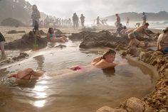 Nouvelle Zélande Plage péninsule de Coromandel - Source thermale volcanique d'eau chaude