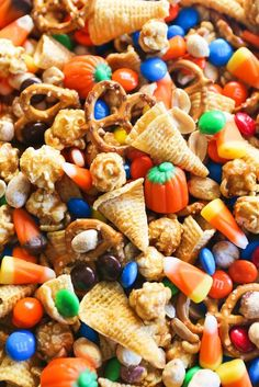 Halloween Sweet & Salty Snack Mix Halloween has always been one of my favorite holidays. I can remember eagerly reading Halloween-themed books and planning out my costume as October approached. I later learned that some people consider it to be an Halloween Desserts, Halloween Snack Mix Recipe, Hallowen Food, Halloween Food For Party, Halloween Cupcakes, Fall Halloween, Thanksgiving Trail Mix Recipe, Fall Trail Mix Recipe, Halloween Treats For School