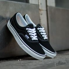 dress shoes for women, womens wide shoes, womens skate shoes - Vans Era Na. -cheap dress shoes for women, womens wide shoes, womens skate shoes - Vans Era Na. - Sneakers Old Skool W by Era Slide View: BDG Mom Jean – Rainer Vans Shoes Vans Authentiques, Vans Shoes Old Skool, Mens Vans Shoes, Skate Shoes, Converse, Sneakers Mode, Black Sneakers, Vans Sneakers, Sneakers Fashion