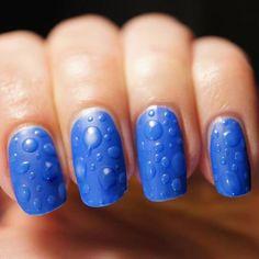 Azul eléctrico mate.... con gotas de barniz transparente...