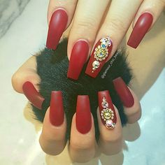 Check out our amazing collection of glitter ombre nails to get inspired. We will also show you all the latest trends in the world of manicure. Nail Designs Pictures, Red Nail Designs, Acrylic Nail Designs, Acrylic Nails, Nail Art Chic, Cool Nail Art, Red Nails, Hair And Nails, Cute Nails
