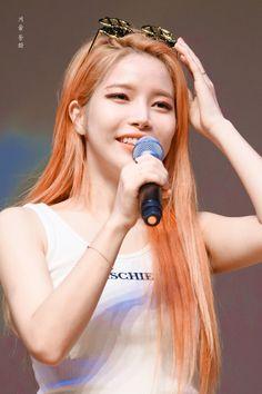 Solar   Kim Yongsun Kpop Girl Groups, Korean Girl Groups, Kpop Girls, Woozi, K Pop, Baekhyun, Sun Solar, Kim Young, Hair Colors