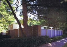 Fuente: A+U, Architectiure and Urbanism. Visions of the Real II. Modern Houses in the Century. designing his own home, losep Lluís Sert sought to replace the suburban single-fa Architecture Details, Modern Architecture, Casa Patio, Clerestory Windows, Courtyard House, Living Environment, Scandinavian Modern, Interior Lighting, Midcentury Modern