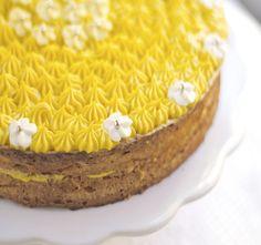 - Gulkake or SuksessTerte-  Yellow Cake or Success Tart - traditional norwegian almond cake with buttery egg-yolk pastry cream - gluten free
