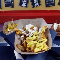 Mmmm! Patatas gajo con salsa curry de @thenookzgz en el @catatruck en @lasarmaszaragoza