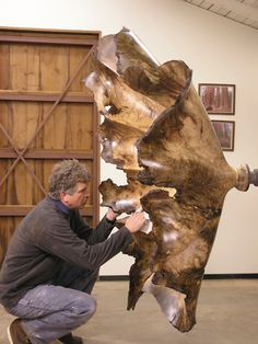 Wood sculptor Gary Stevens at work.would love to see a video of him at work, that thing is massive! Contemporary Museum, Wood Carving Art, Wood Creations, Wood Bowls, Driftwood Art, Wooden Art, Wood Sculpture, Wood Turning, Art Studios