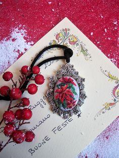 Sono felice di condividere l'ultimo arrivato nel mio negozio #etsy: Floreal embroidered necklace Handmade jewelry Red poinsettia Bohemian necklace