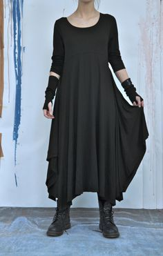 robe fluide portée avec des boots.