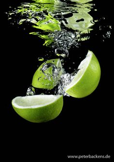 Split Second - 30 Awesome High Speed Photography Samples - You The Designer High Speed Photography, Shutter Photography, Splash Photography, Fruit Photography, Still Life Photography, Color Photography, Macro Photography, Creative Photography, Black Background Photography