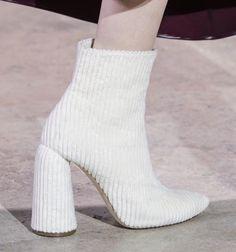 Ellery at Paris Fashion Week Fall 2017 - Details Runway Photos Fashion 2017, Look Fashion, Fashion Shoes, Autumn Fashion, Womens Fashion, Fashion Trends, Paris Fashion, Fashion Spring, Fashion News
