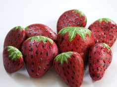 Easy tutorial on how to make these pretty rocks. Put them around your strawberry plants to protect them from the birds. Easy tutorial on how to make these pretty rocks. Put them around your strawberry plants to protect them from the birds. Family Crafts, Crafts For Kids, Strawberry Plants, Rock Painting Ideas Easy, Nature Crafts, Plant Crafts, Rock Crafts, Stone Crafts, Stone Painting