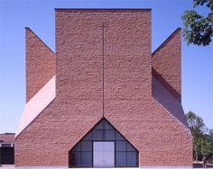 Chiesa e centro pastorale Papa Giovanni XIII | Seriate, Italy | Architect Mario Botta | photo © Enrico Cano