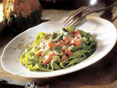 Savulohi-kasviskastike Green Beans, Spinach, Spaghetti, Favorite Recipes, Pasta, Dinner, Vegetables, Ethnic Recipes, Drinks