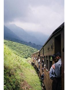 tea train, sri lanka