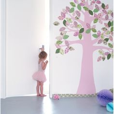 Handmade wallpaper decals, wallpaper animals and wallpaper trees from authentic retro and vintage wallpaper. Designed by Inke Heiland.