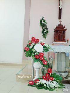 Creative Flower Arrangements, Altar Flowers, Floral Design, Christmas Tree, Table Decorations, Holiday Decor, Inspiration, Home Decor, Art