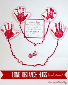 Great idea for children to send a hug to a parent in a care package! = Somerset Lane: ideas for children& Valentine& Day cards day gift boyfriend day gift girl day gift him day gift ideas day gift kids day gift teacher Cute Valentine Ideas, Kinder Valentines, Valentines Day Food, My Funny Valentine, Valentine Day Crafts, Holiday Crafts, Holiday Fun, Valentine Images, Valentines Ideas For Babies