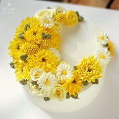 주말 지나고나니 가을이 성큼 창밖풍경이 점점 노오랗게 물들어갑니다 :-) #buttercreamflowercake #flowercake #buttercreamcake #flowercupcake #koreanstylecake #ollicake #olliclass #olligram #peony #hydrangea  #blossom #bouquet #wreath #weddingcake #partycake #carrotcake #버터크림플라워케이크 #플라워케익 #올리케이크 #올리클래스 #당근케이크 #올리특제당근시트 #케익스타그램 #꽃스타그램 #동편마을 #since2008  www.ollicake.com ollicake@naver.com