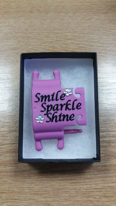 'Smile, Sparkle, Shine' wording to personalise your Phone Buddy. Why not create your own: http://www.phone-buddy.co.uk/pages/phone-buddy-art