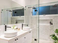 hamptons bathroom A Modern Hamptons Masterpiece Hamptons Style Decor, Hamptons House, The Hamptons, Hamptons Style Bedrooms, Hampton Style Bathrooms, Country Bathrooms, Country Style Homes, Modern Country, French Country