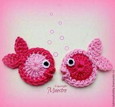 Marvelous Crochet A Shell Stitch Purse Bag Ideas. Wonderful Crochet A Shell Stitch Purse Bag Ideas. Crochet Fish, Cute Crochet, Crochet Animals, Crochet Crafts, Crochet Projects, Crochet Shell Stitch, Crochet Motif, Crochet Designs, Crochet Flowers