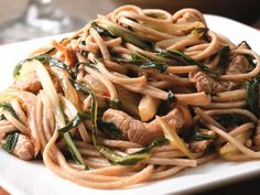 Salteado de cerdo y col china. Soba noodles with pork and bok choy Healthy Dinners For Two, Healthy Pasta Recipes, Healthy Pastas, Pork Recipes, Healthy Snacks, Healthy Eating, Cooking Recipes, Noodle Recipes, Porchetta Recipes