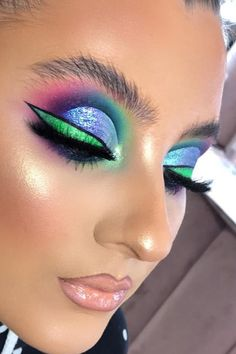 21 Abstract Makeup Looks That Are Totally Selfie-Worthy Crazy Eyeshadow, Makeup Eyeshadow, Pink Eyeshadow, Mac Makeup, Eyeshadow Palette, Bright Makeup, Colorful Eye Makeup, Make Up Looks, Makeup Eye Looks