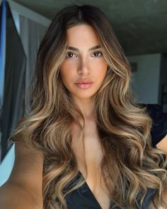 See here best ever ideas of long hair styles with balayage hair colors highlights. Brown Hair Balayage, Brown Blonde Hair, Hair Color Balayage, Balayage Brunette To Blonde, Blonde Highlights Long Hair, Highlights For Brunettes, Hair Color For Brunettes, Curly Light Brown Hair, Hair Color For Brown Skin