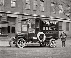Vintage Bakery Bread Pies Delivery 1923 Model T Ford Truck Service Vehicle Photo Antique Trucks, Vintage Trucks, Antique Cars, Vintage Auto, Station Wagon, Vintage Photographs, Vintage Photos, Vintage Ideas, Antique Photos