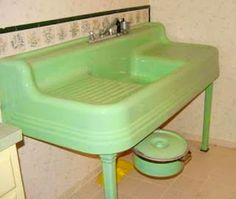 Farmhouse-Sink-Vintage I love you pretty green sink! Vintage Farmhouse Sink, Vintage Sink, Retro Vintage, Vintage Design, Vintage Green, Vintage Decor, Farmhouse Sinks, Vintage Stuff, Farmhouse Style