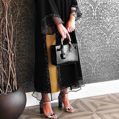 such a pretty abaya 😙😙 Arab Fashion, Muslim Fashion, Modest Fashion, Fashion Dresses, Abaya Noir, Weekender, Wedding Abaya, Dress Wedding, Modern Abaya