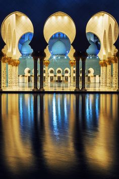 Famous mosque, Abu Dhabi, at night