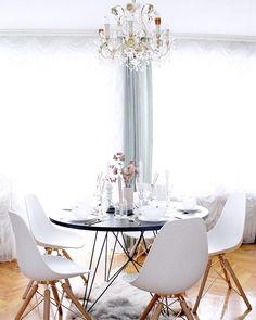 An Diesem Wunderschön Gedecktem Tisch Nehmen Wir Sehr Gerne Platz. Das  Einzigartige Design Von Esstisch