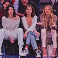 kendall jenner, bella hadid and gigi hadid Kendall Jenner Outfits, Mode Kylie Jenner, Kendall Jenner Gigi Hadid, Bella Gigi Hadid, Kendall Jenner Icons, Gigi Hadid Hair, Bella Hadid Hair, Kendall Jenner Modeling, Kendall Jenner Instagram