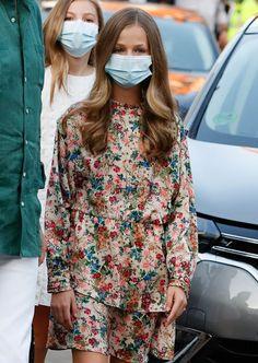 Doña Letizia recicla su seductor conjunto lencero de microestrellas - Foto 3 Vestidos Zara, Royalty, California, Fashion, Queen Letizia, Royal Families, Princess, Moda, La Mode