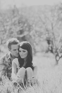 This couple pose makes it feel so intimate and sweet!  Would love to use it for an Engagement session