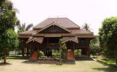 Nuwo Sesat Rumah Adat Provinsi Lampung