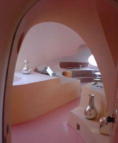 Designer Pierre Cardin, Villa Bulle - So space age
