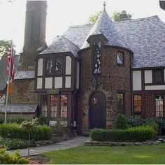Fitzgerald's Irish Bed and Breakfast: Fitzgeralds Irish Bed & Breakfast Tudor House, My House, Bed And Breakfast, Maison Tudor, Casas Tudor, Casa Estilo Tudor, Tutor Style Homes, Cottages Anglais, English Tudor Homes