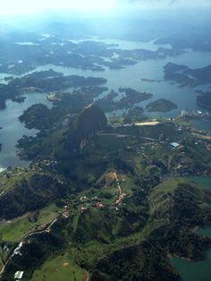 Colombia - El peñón y la represa de Guatape, Antioquia.