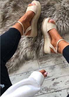 Pasha Flatform Espadrilles In Gold - Best Shoes 2019 Cute Shoes, Me Too Shoes, Quoi Porter, Flatform, Mode Inspiration, Fashion Inspiration, Shoe Closet, Crazy Shoes, Mode Style