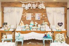 A elegância de Elsa nessa festinha de Frozen!! ❄️❄️❄️#festasdofimdesemananoquintal #detalhesdoquintal #nossamaiorinspiração #muitoamorenvolvido #kidsparties #decor #party #partydecor #festainfantil #festa #quintal #quintaldecontos