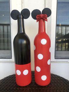 Mickey and Minnie empty glass wine bottle decor. Glass Bottle Crafts, Wine Bottle Art, Diy Bottle, Painted Glass Bottles, Decorated Bottles, Empty Bottles, Bottle Painting, Kids Crafts, Tequila Bottles