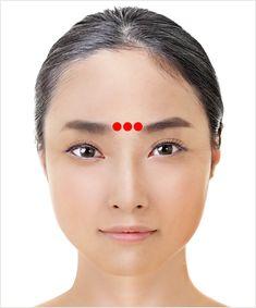 Awesome Awesome A great Japanese technique to make your eyes look younger Shiatsu - candy 10 byte he Yoga Facial, Massage Facial, Beauty Care, Beauty Skin, Health And Beauty, Beauty Secrets, Beauty Hacks, Shiatsu, Face Exercises