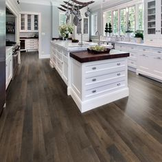 The kitchen that is top-notch white kitchen , modern kitchen , kitchen design ideas! Kitchen Style, Kitchen Renovation, Home Decor Kitchen, Kitchen Flooring, Kitchen Remodel, Home Kitchens, Home Remodeling, House Flooring, Modern Farmhouse Kitchens