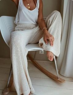 25 Best Online Shopping Sites for Women (updated Cozy cream and white look. Loving these wide leg sweater pants! Great casual look for lounging.Cozy cream and white look. Loving these wide leg sweater pants! Great casual look for lounging. Lounge Outfit, Lounge Wear, Lounge Clothes, Comfy Clothes, Comfortable Clothes, Sunday Clothes, Fancy Clothes, Style Clothes, Pretty Clothes