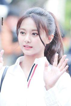 Twice-Tzuyu 180420 KBS Music Bank Nayeon, Kpop Girl Groups, Kpop Girls, Korean Girl, Asian Girl, Japanese Singles, Chou Tzu Yu, Twice Once, Tzuyu Twice